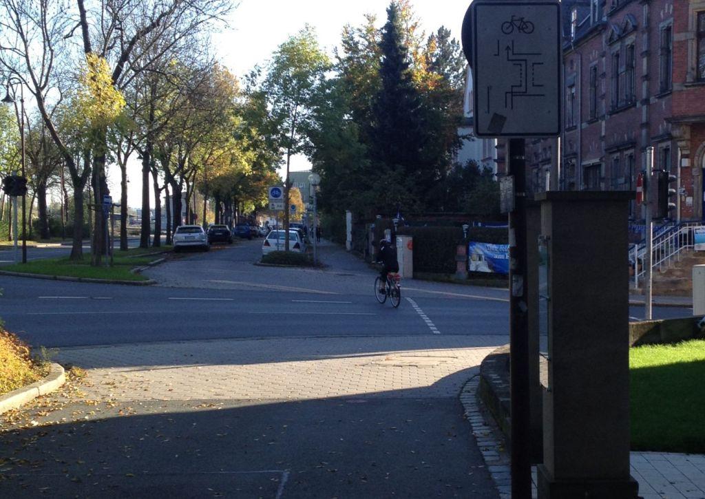 Verkehrsführung Einmündung Feustelstraße