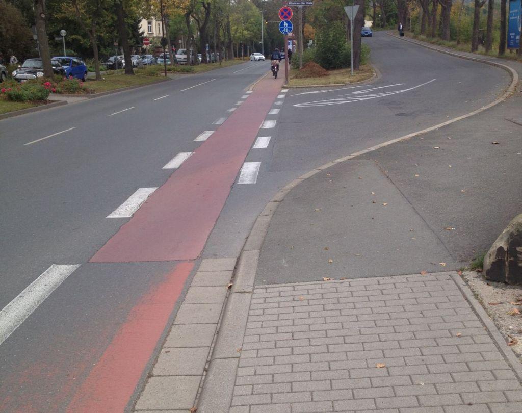 Seitenstreifen wird zum benutzungspflichtigen Geh- und Radweg