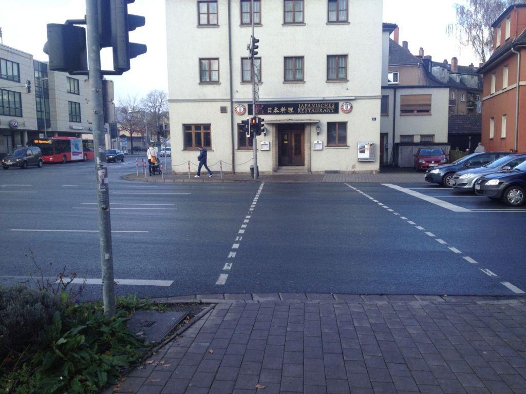 Eine Fußgängerampel am Hohenzollernring.