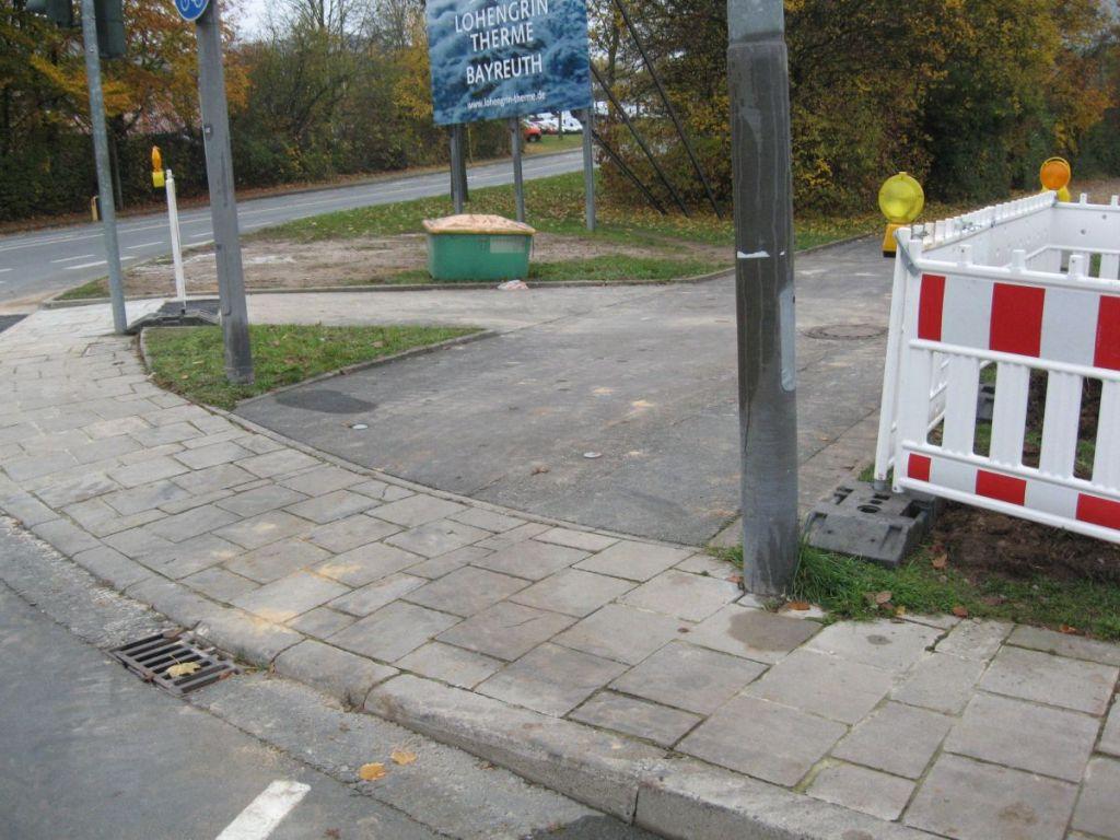 Die Überleitung auf einen Fuß- und Radweg.