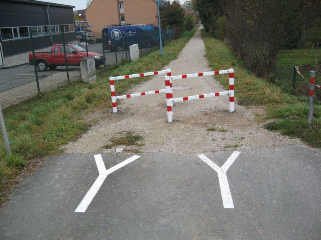 Hier das nächste Drängelgitter. Natürlich nur zur Sicherheit der Radfahrer.