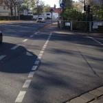 Die Radwegfurt führt auf einen Gehweg.