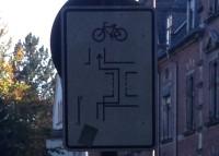 Erklärschild für Radfahrer.