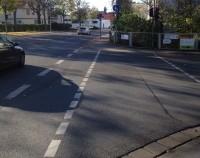 Die Radwegfurt führt auf einen Gehweg. Nichts dabei gedacht.